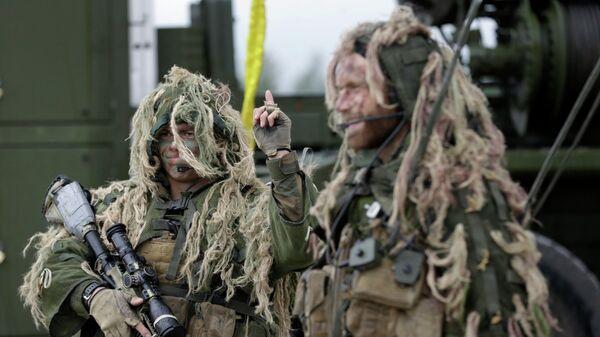 Норвежские солдаты во время военных учений Saber Strike 12 июня 2014 года