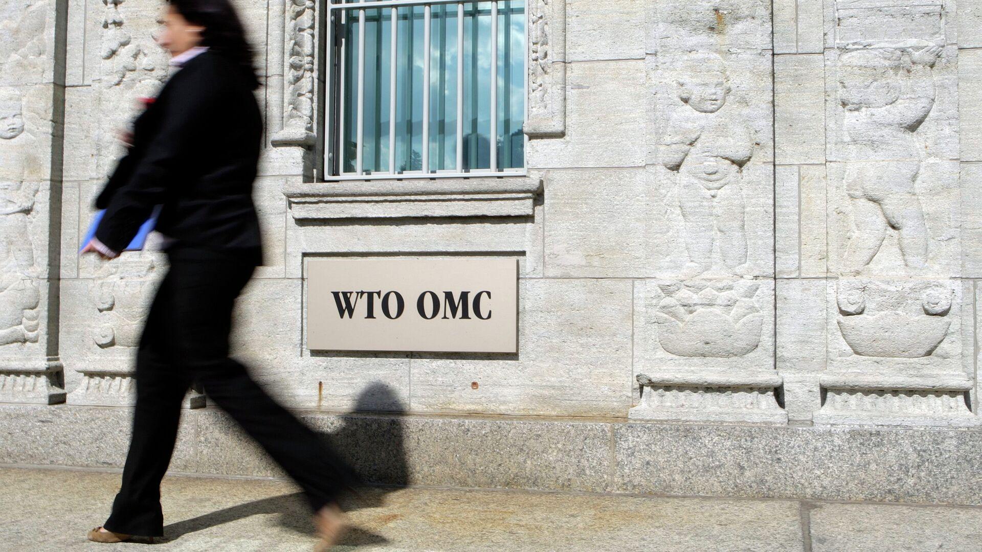 A woman walks near the WTO building in Geneva - 1920, 10/27/2021