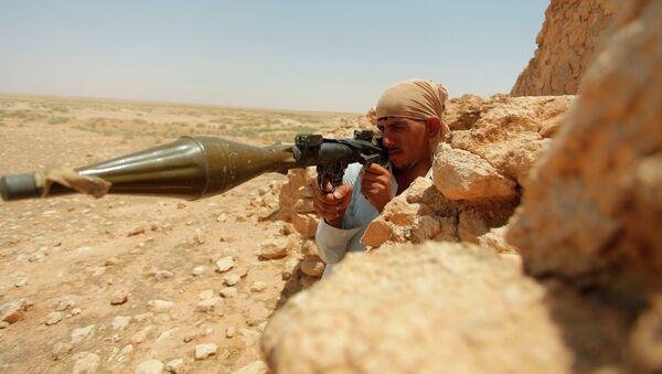Иракский боевик на юге Багдада. Архивное фото