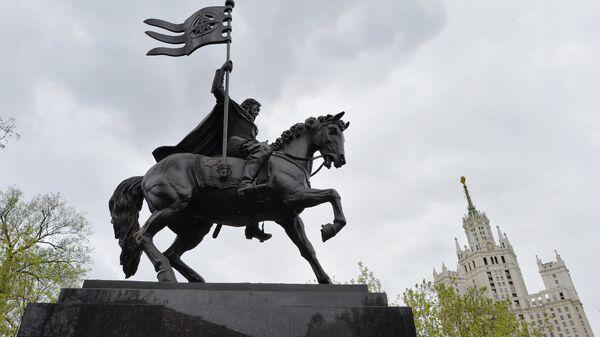Памятник князю Дмитрию Донскому установлен в Москве. Архив