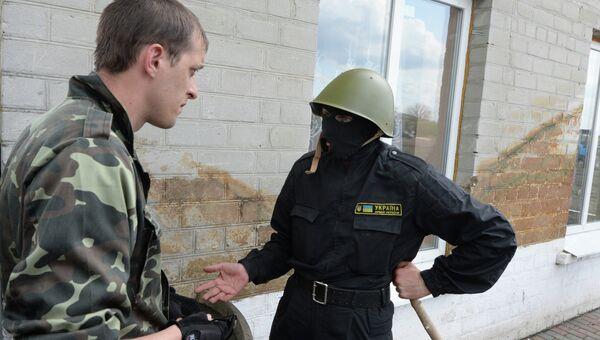 Сторонники федерализации блокировали базу спецбатальона Правого сектора в Днепропетровской области