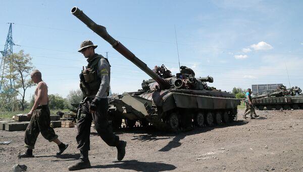 Украинская военная техника на востоке Украины. Архивное фото