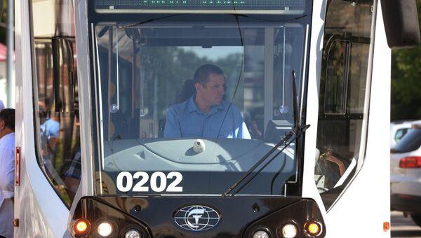 Водитель низкопольного односекционного трамвайного вагона
