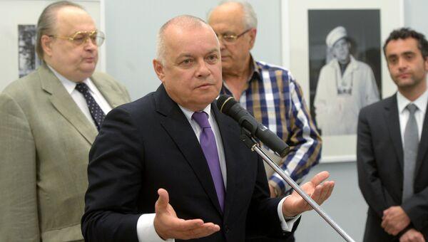 Генеральный директор МИА Россия сегодня Дмитрий Киселев на открытии фотовыставки Анатолий Гаранин. Советский Союз
