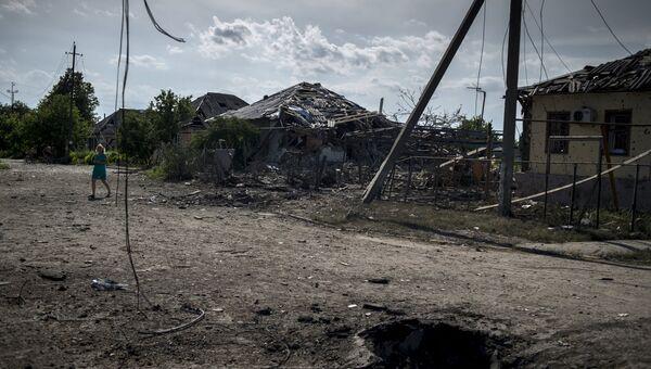 Дома, пострадавшие во время авиационного удара вооруженных сил Украины по станице Луганская
