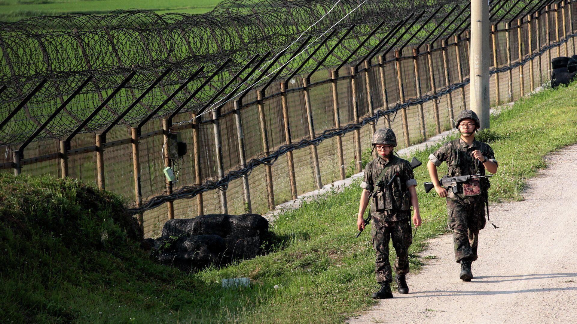Южнокорейские военные несут службу возле границы с КНДР - РИА Новости, 1920, 06.05.2021