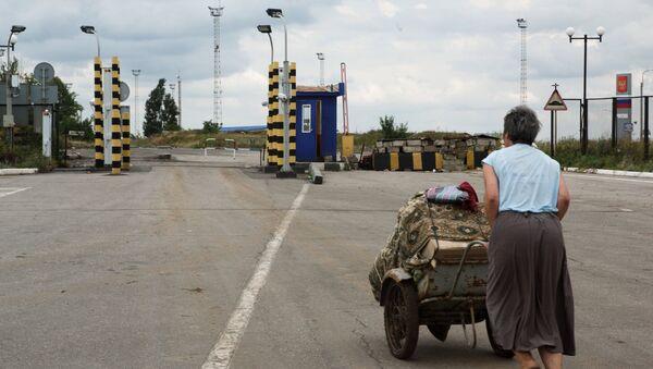 На пограничном пункте пропуска в Луганской области. Архивное фото