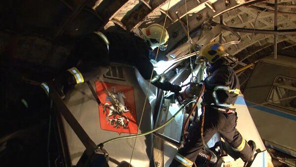 Вагон поезда метро сошел с рельсов на перегоне Парк Победы - Славянский бульвар. Архивное фото