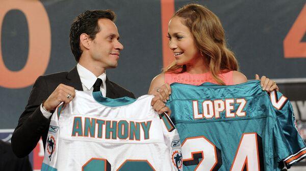 Американская певица и актриса Дженнифер Лопес и ее муж певец Марк Энтони