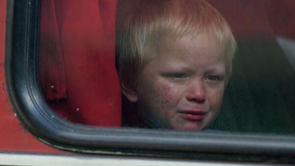 Мальчик в автобусе с беженцами. Архивное фото