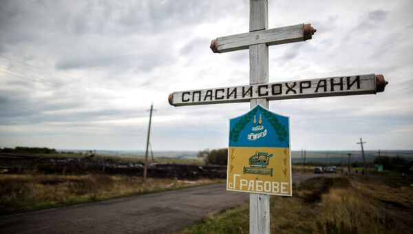 Крест в селе Грабово Донецкой области, в районе которого потерпел крушение лайнер Boeing 777 Малайзийских авиалиний. Архивное фото