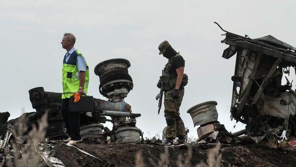 На месте крушения самолета Boeing 777 авиакомпании Malaysia Airlines на Украине