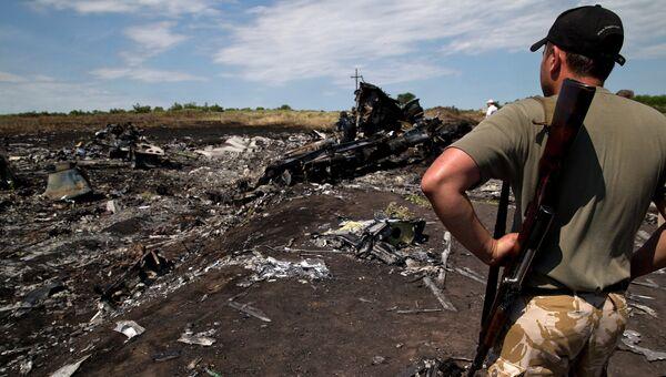 На месте крушения самолета Boeing 777 авиакомпании Malaysia Airlines. Архивное фото