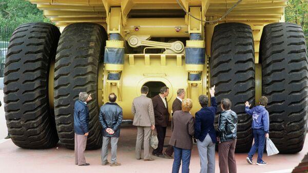 Карьерный 180-тонный самосвал. Архивное фото