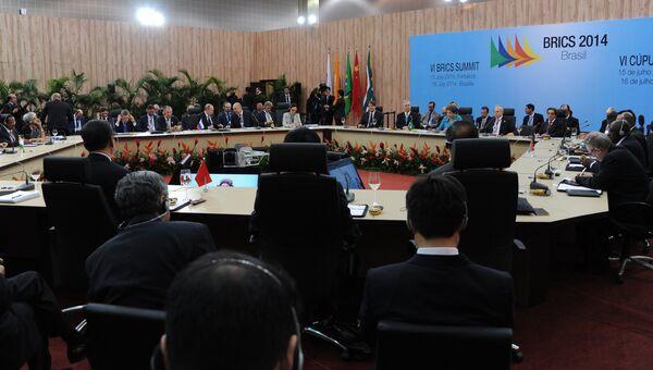 Заседание саммита лидеров стран БРИКС в Конгресс-центре города Форталеза
