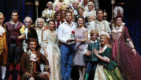 Российские актеры мюзикла Красавица и Чудовище встречаются с французскими коллегами.