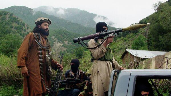 Члены движения Талибан в Пакистане. Архивное фото