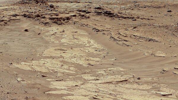 Снимок поверхности планеты Марс сделанный марсоходом Curiosity. Архивное фото