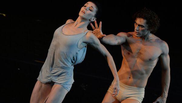 Звезды мирового балета Наталья Осипова и Иван Васильев во время исполнения первой части нового проекта Соло для двоих