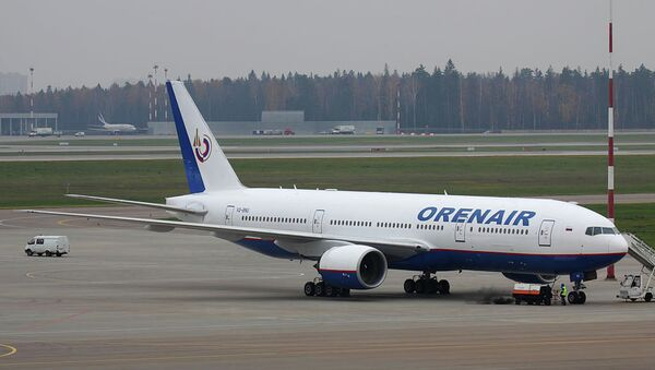 Боинг 777-2Q8ER авиакомпании Оренбургские авиалинии в московском аэропорту Шереметьево