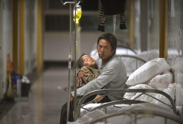Пострадавшие от землетрясения в больнице провиции Юньнань, Китай