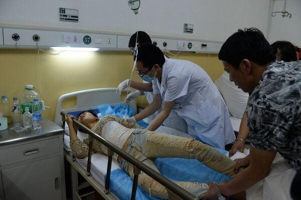 Пострадавший в результате землетрясения в больнице провинции Юньнань, Китай