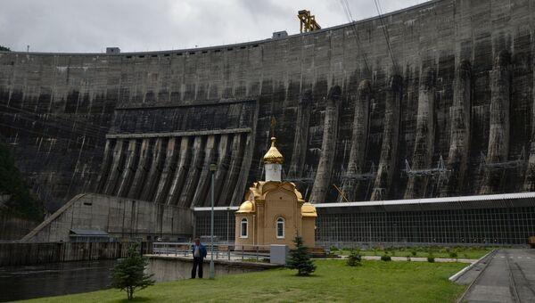 Часовня на территории Саяно-Шушенской ГЭС. Архивное фото