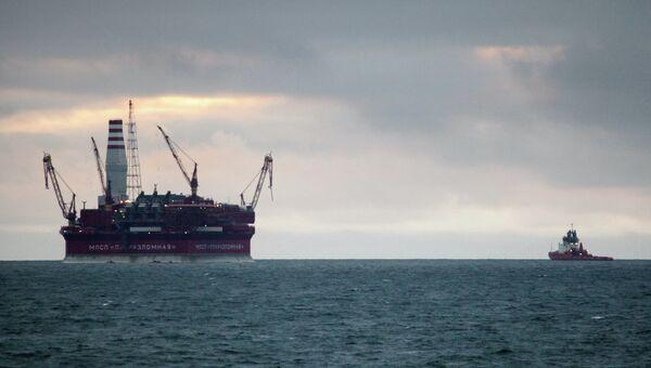 Нефтедобывающая платформа Приразломная в Баренцевом море, архивное фото
