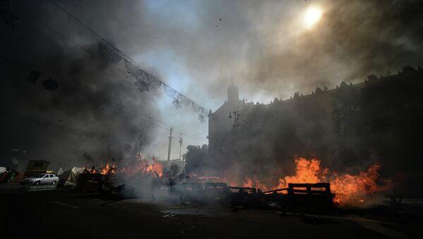 Горящие баррикады на площади Независимости в Киеве