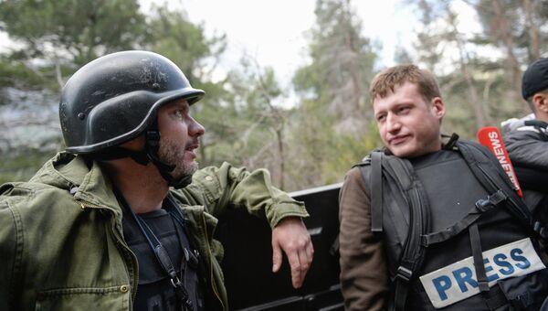 Специальный фотокорреспондент МИА Россия сегодня Андрей Стенин (слева). Архивное фото