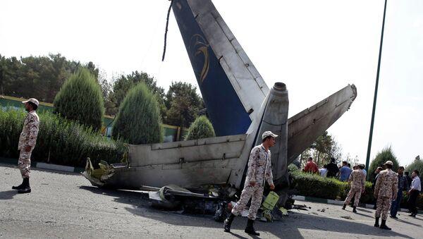 На месте крушения самолета в Иране. Архивное фото