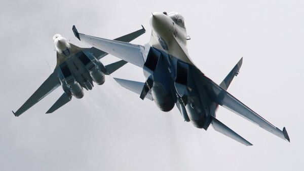 Истребители Су-27 пилотажной группы Соколы России во время Международного авиационно-космического салона МАКС в Жуковском