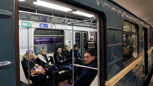 Открытие станции метро Адмиралтейская. Архивное фото