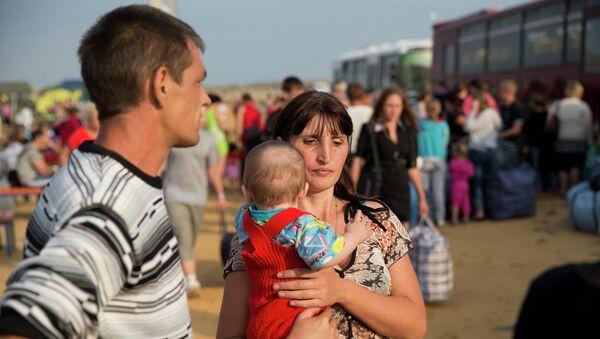 Семья беженцев в Ростовской области. Архивное фото
