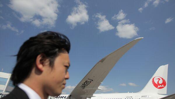 Пассажирский самолет японской авиакомпании Japan Airlines в аэропорту Домодедово. Архивное фото