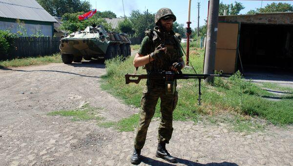 Ополченец ДНР в городе Иловайске Донецкой области. Архивное фото