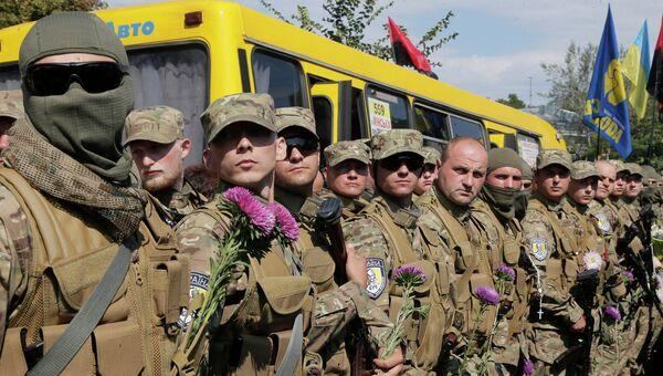 Волонтеры присягают на верность Украине перед отправкой для участия в боевых действиях.  Архивное фото.