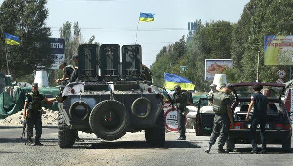 Украинские силовики на блокпосту в Мариуполе. 27 августа 2014