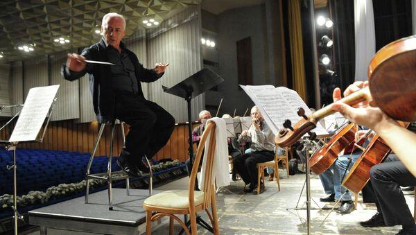 Дирижер Владимир Спиваков на репетиции. Архивное фото