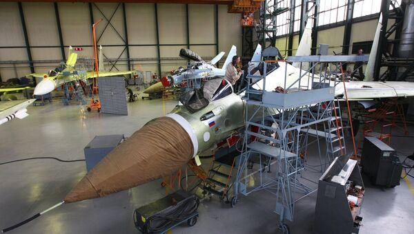 Многоцелевые истребители Су-30СМ в цехе сборки Иркутского авиационного завода. Архивное фото