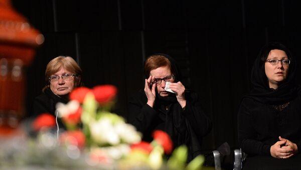 Мама Андрея Стенина Вера Николаевна на церемонии прощания