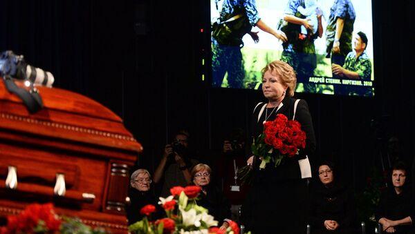 Председатель Совета Федерации Валентина Матвиенко на церемонии прощания с фотокорреспондентом МИА Россия сегодня Андреем Стениным