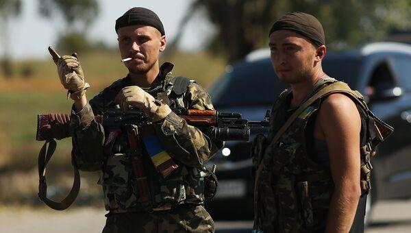 Украинские солдаты на окраине Мариуполя. Архивное фото