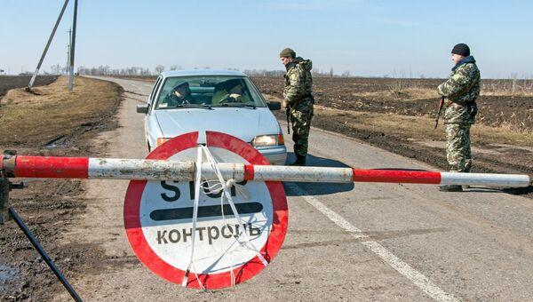 Украинские военные на границе с Россией, архивное фото