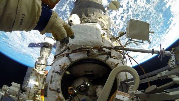 Работа в космосе, архивное фото