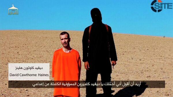 Кадр из видео казни гражданина Великобритании Дэвида Хэйнса боевиками ИГ