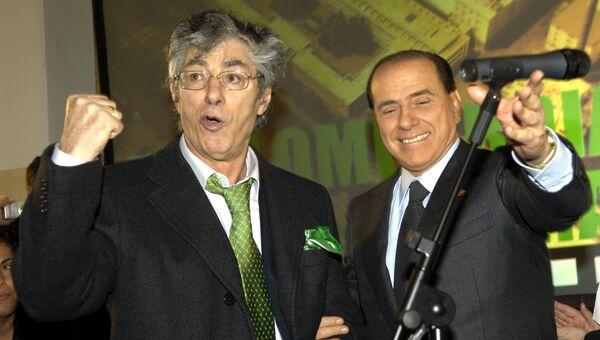 Итальянский премьер Сильвио Берлускони и Умберто Босси во время церемонии инаугураци, Милан. Италия, 2006 год