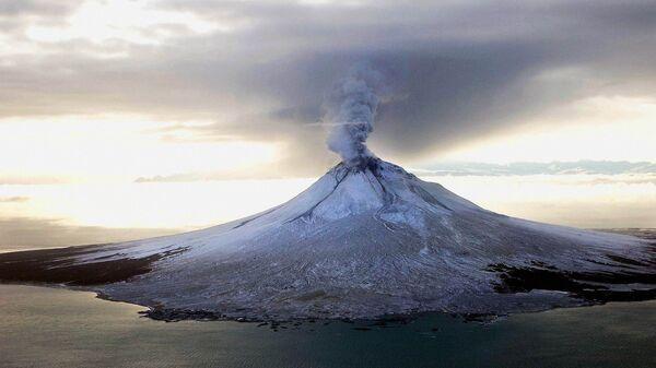 Извержение вулкана Августин на Аляске, США