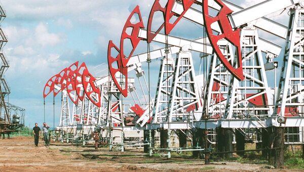 Нефтяные вышки компании Башнефть. Архивное фото