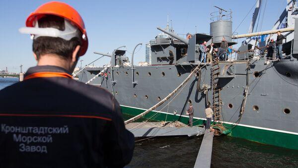 Подготовительные работы к буксировке на ремонт на крейсере Аврора